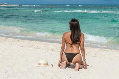 Канкун -девушка на пляже